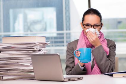 Arbeiten trotz Krankschreibung: Was ist erlaubt?